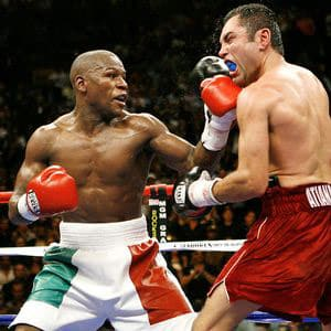 Floyd Mayweather landing his left hook on Oscar De La Hoya